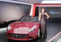 2014春夏迪拜豪车展开幕 国际混血超模布希尤钟情法拉利