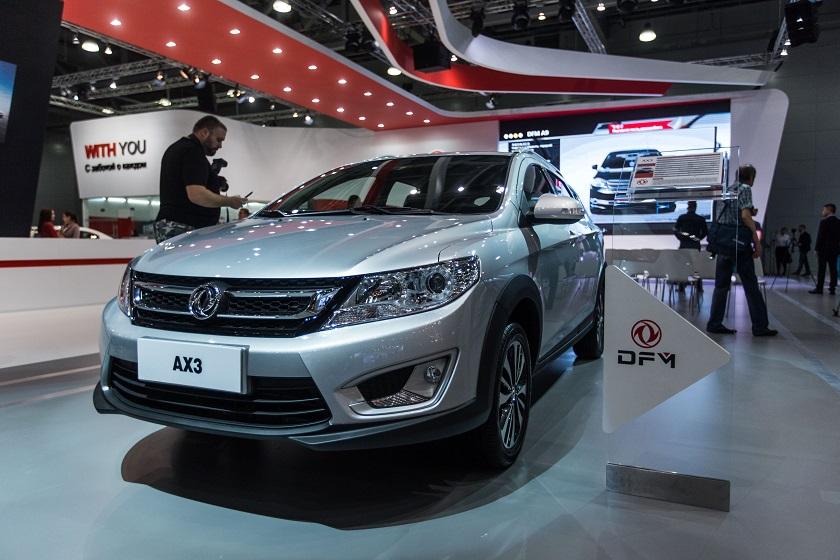 莫斯科国际车展上拍摄的东风AX3汽车
