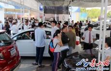 2016泰安广电十一车展:阴雨天难挡购车热情