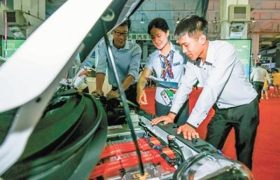 首届呼和浩特新能源汽车产业博览会开幕
