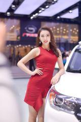 2017廣州車展車模:紅衣飄飄