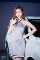 2018华中国际车展甜美动人的美女车模
