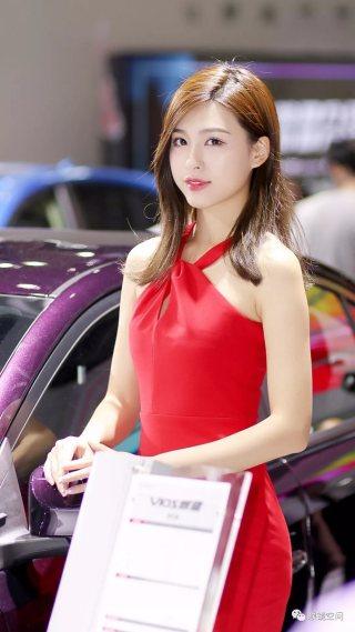 2018武汉国际车展美女如云吸睛