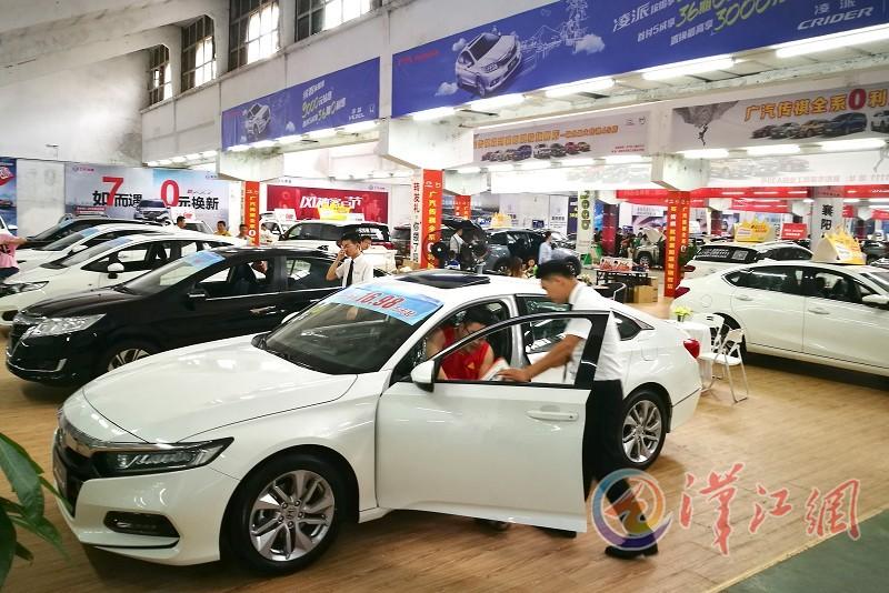 襄阳首届大型室内车博会