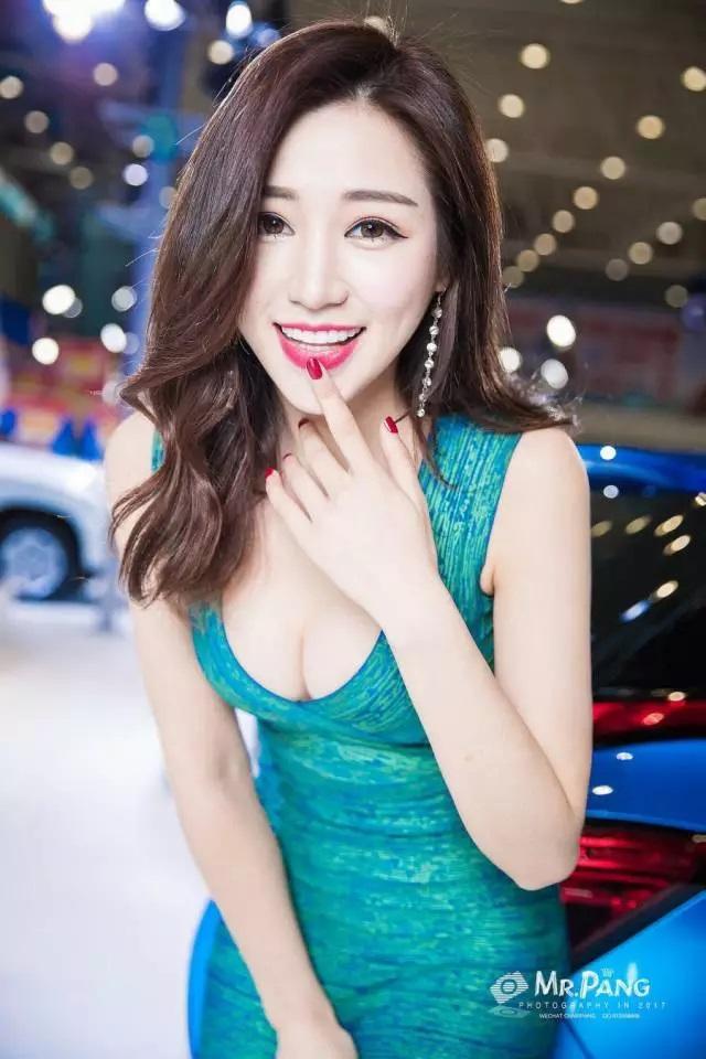 性感迷人,来自绵阳车展的模特风采---