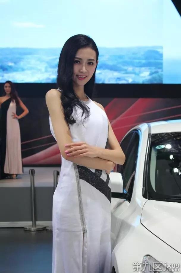 嘉兴车展:辣么多性感女模和半祼男模,哪有空看车!!