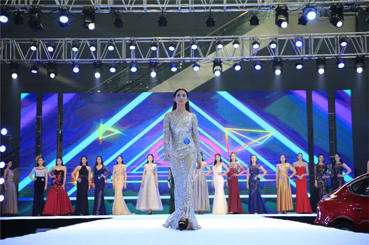 2019郑州国际车展迎来维罗纳国际模特大赛