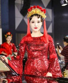 2020蘇州國際車展紅旗展位紅衣車模小姐姐