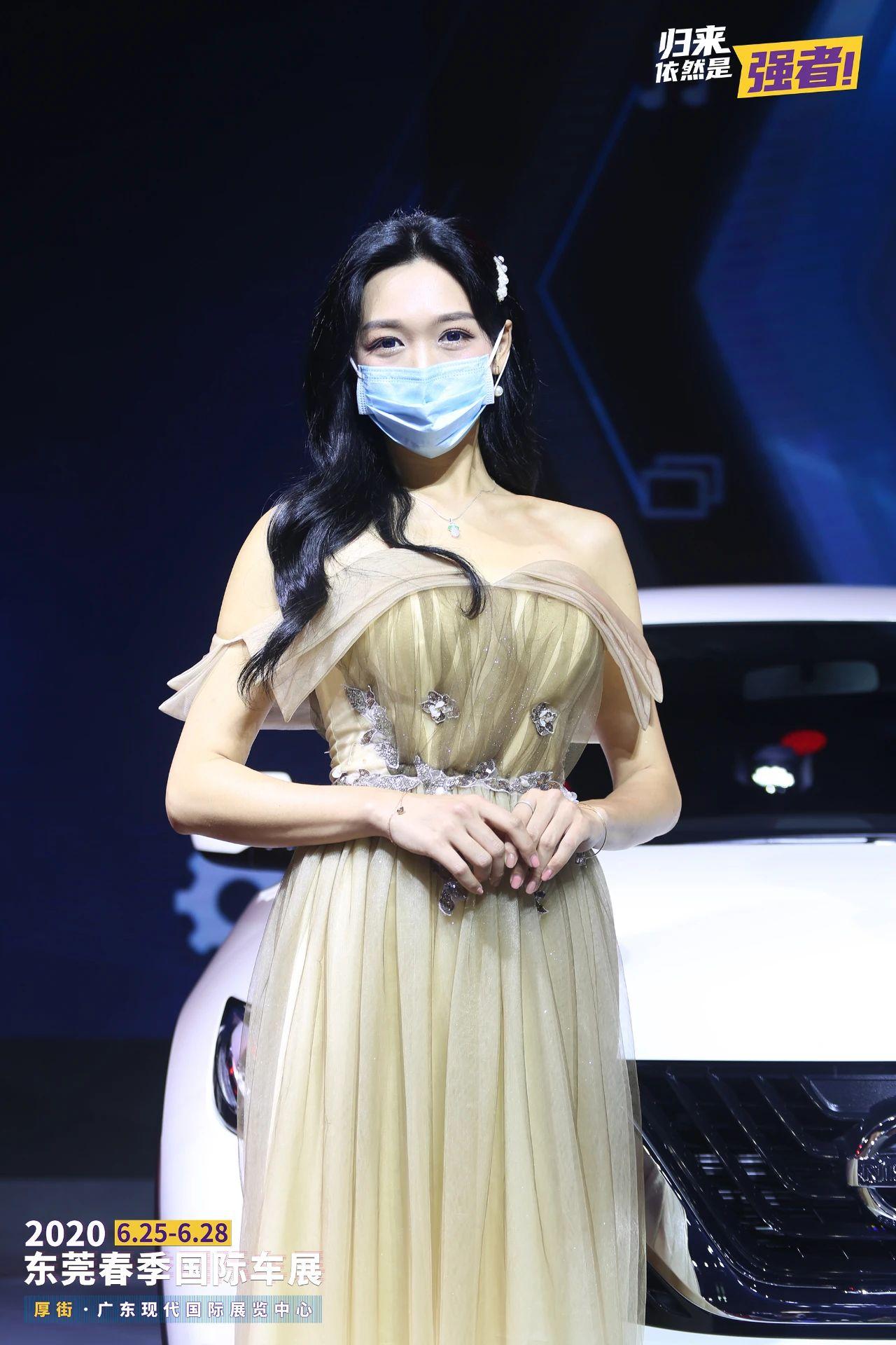 2020东莞春季国际车展开幕 来看看车模小姐姐吧