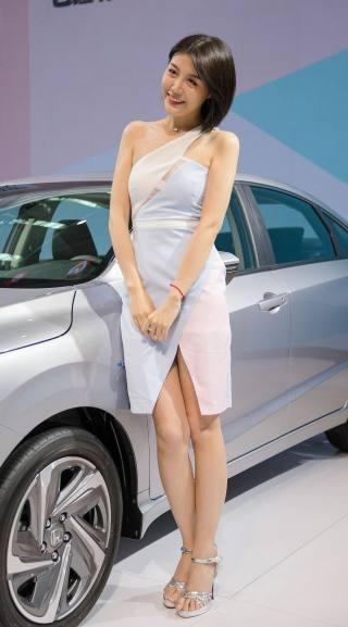 2020佛山国际车展开幕 车模小姐姐美图共赏