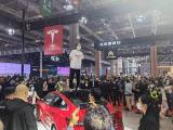 2021上海国际车展特斯拉展台惊现车主维权