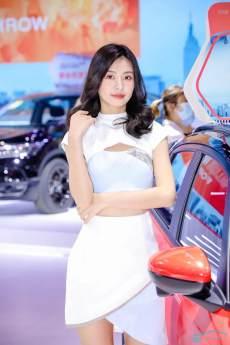 2021佛山國際車展開幕,百位美女車模讓你大飽眼福!
