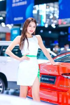 2021第十三屆西安五一車展開幕,一大波漂亮車模小姐姐正在向你走來